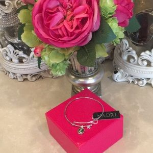 "Adjustable bracelet with ""L"" charm"